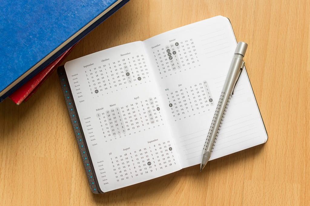 p DSC5299 - Učiteľský zápisník na rok 2013/2014 – foto