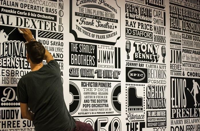 po - História nalepená na stene – Sony Music Timeline