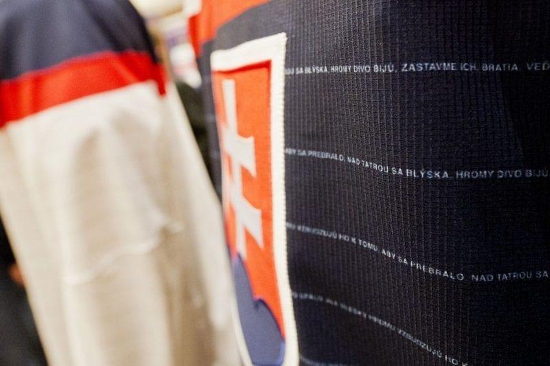 5 0 800x533 - Nové dresy slovenskej hokejovej reprezentácie so slovami štátnej hymny