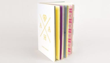 00b 380x220 - Aha, pekná kniha o výšivkách!