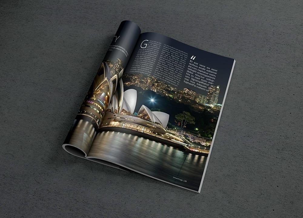 Photorealistic Magazine MockUp 2 full - Mockup magazínu zadarmo!