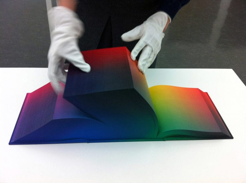 efaf9a2ea8eaa1d69bfd6120d645c5ea 800x598 - RGB v kocke na stránkach atlasu farieb