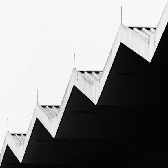 The-contrast-of-black-and-white-in-architecture-600x600