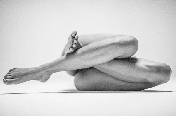 7-Dramatic-Monochromatic-Shots-Of-Nude-Human-Body