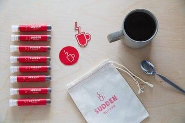 1 Helvetica Sudden Coffee Font Typography Food Blend Caffeine 380x253 - Známa Helvetica už nie je len font, na svoje si prídu už aj kávičkári