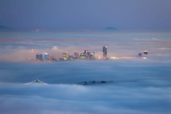 Foggy City 1024x683 580x387 - 10 čarovných fotografií veľkomiest ukrytých pod rúškom hmly