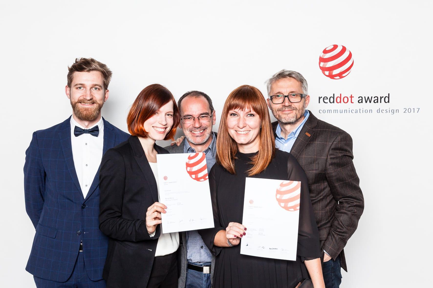 201 RD CD 2017 Urkunden IMG 0589 - Štúdio Pergamen si prinieslo z Berlína ocenenie Red Dot za dizajn vína a Biblie
