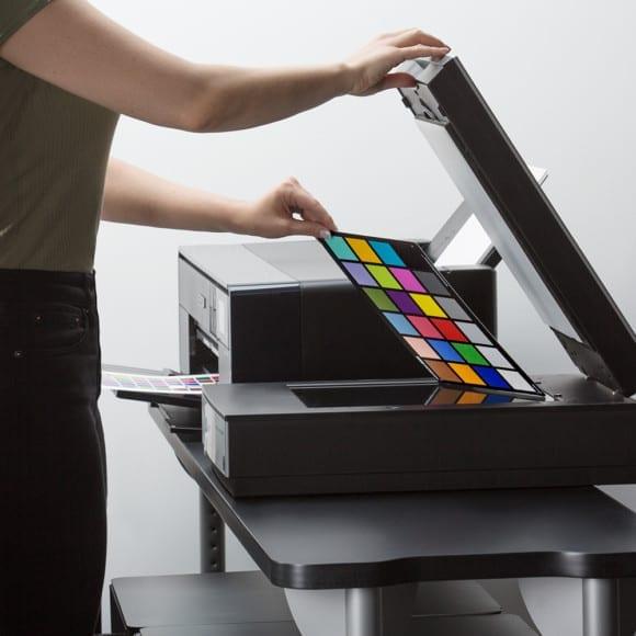 XRIT348 i1StudioScanning 580x580 - NOVINKA X-Rite i1Studio