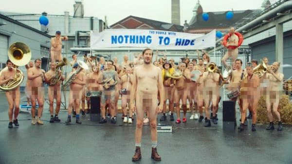 Absolut Naked Nothing To Hide 6 - Vposlední kampani společnosti Absolut Vodka se objevují zaměstnanci absolutně nazí