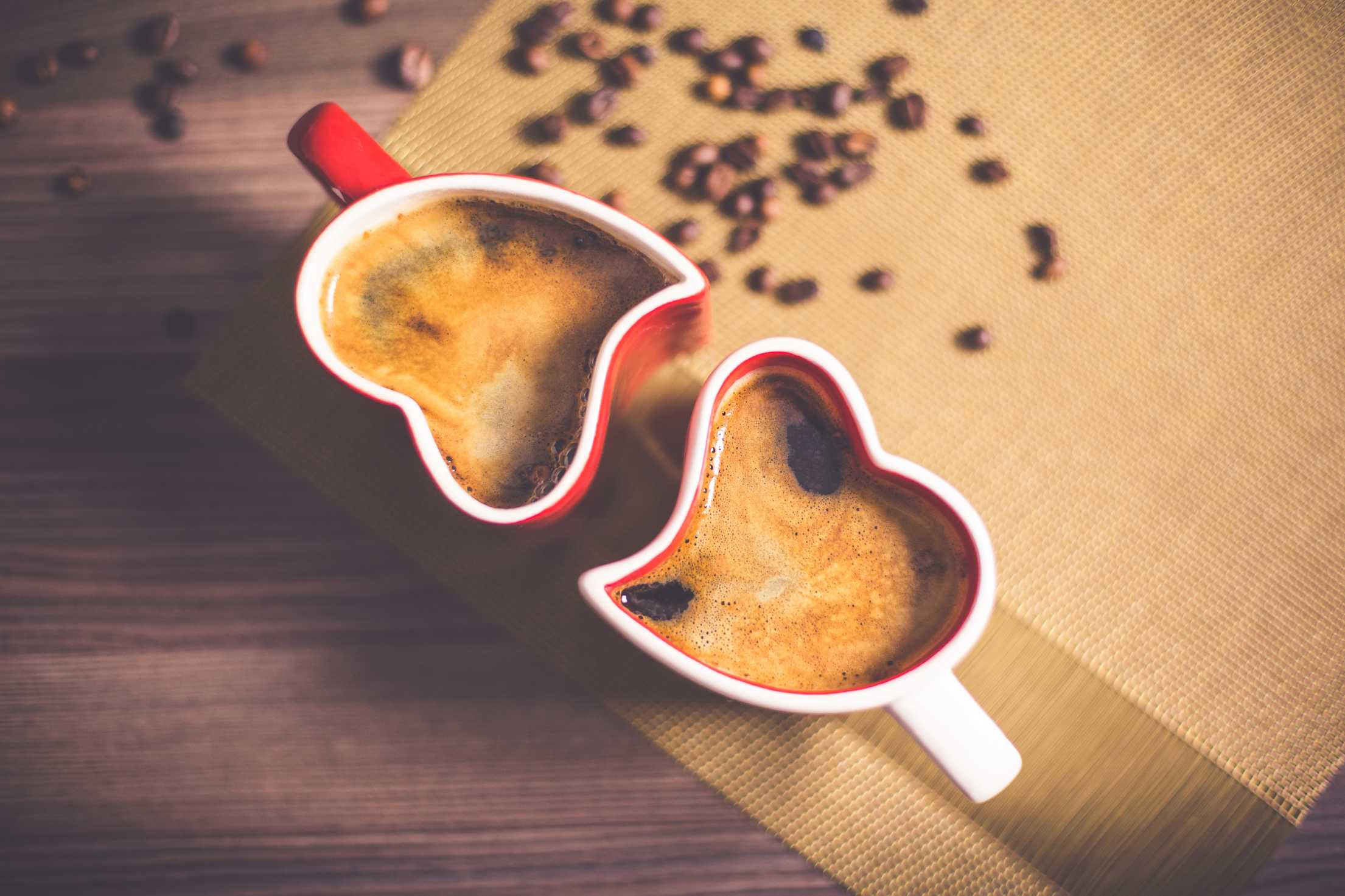 lovely and romantic heart coffee cups free stock photos picjumbo.com  - Valentýnské fotografie zdarma – picjumbo.com