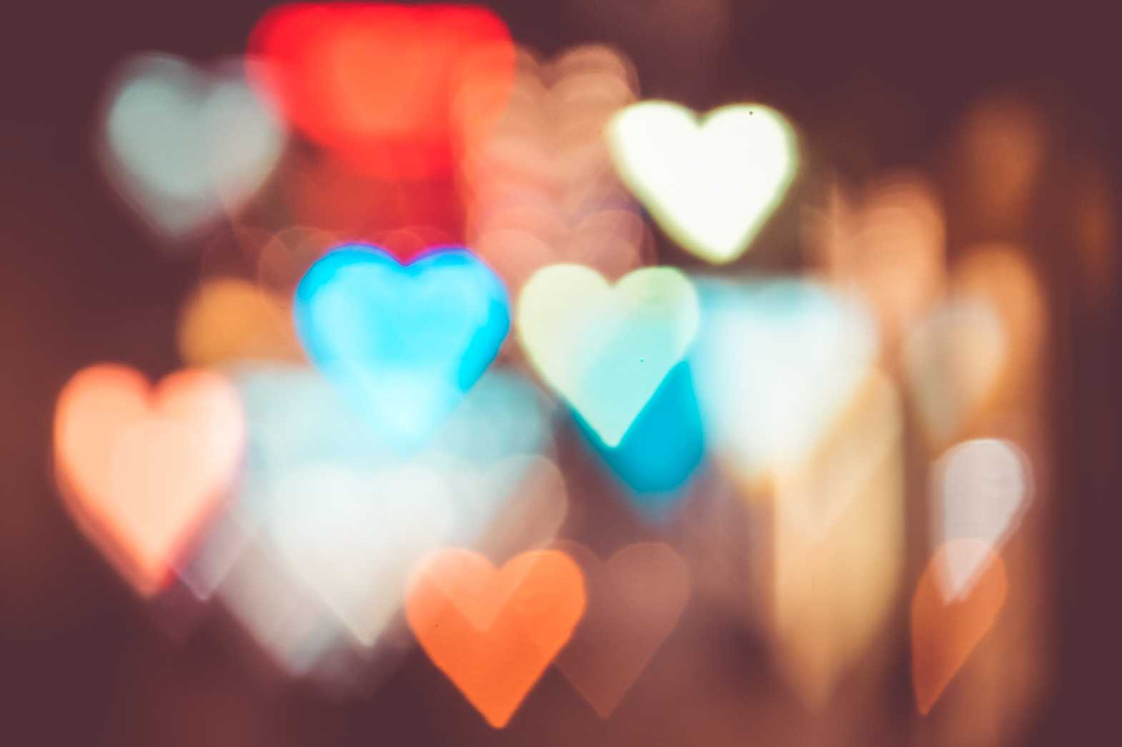 night city lights abstract heart bokeh trick free stock photos picjumbo.com  - Valentýnské fotografie zdarma – picjumbo.com