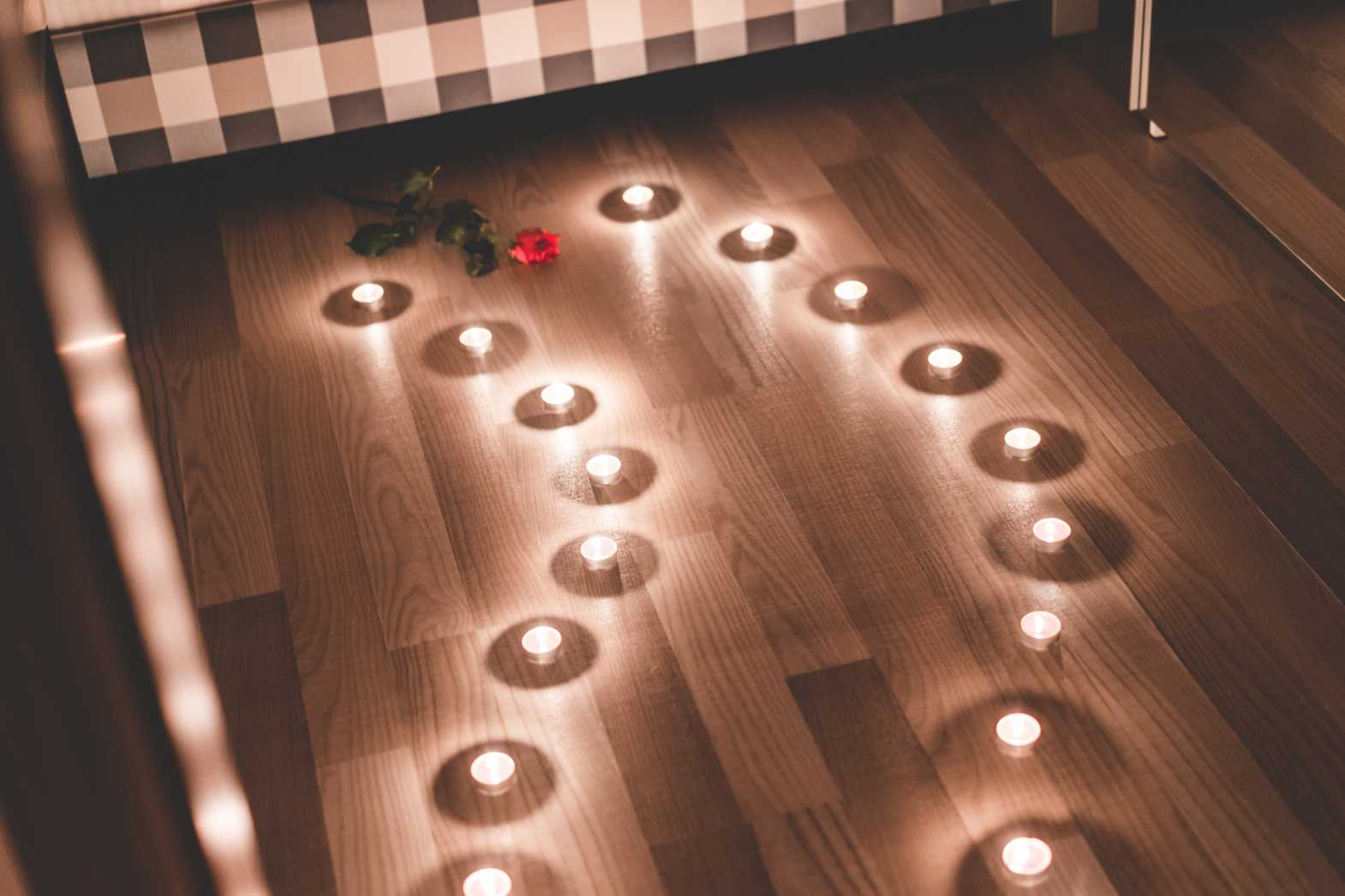 romantic candles as a pathway in a bedroom free stock photos picjumbo.com  - Valentýnské fotografie zdarma – picjumbo.com