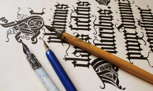 31543678 1615572501888615 2253386804101120000 n 580x347 - Kurz kaligrafia (základy) – Ateliér Amulet