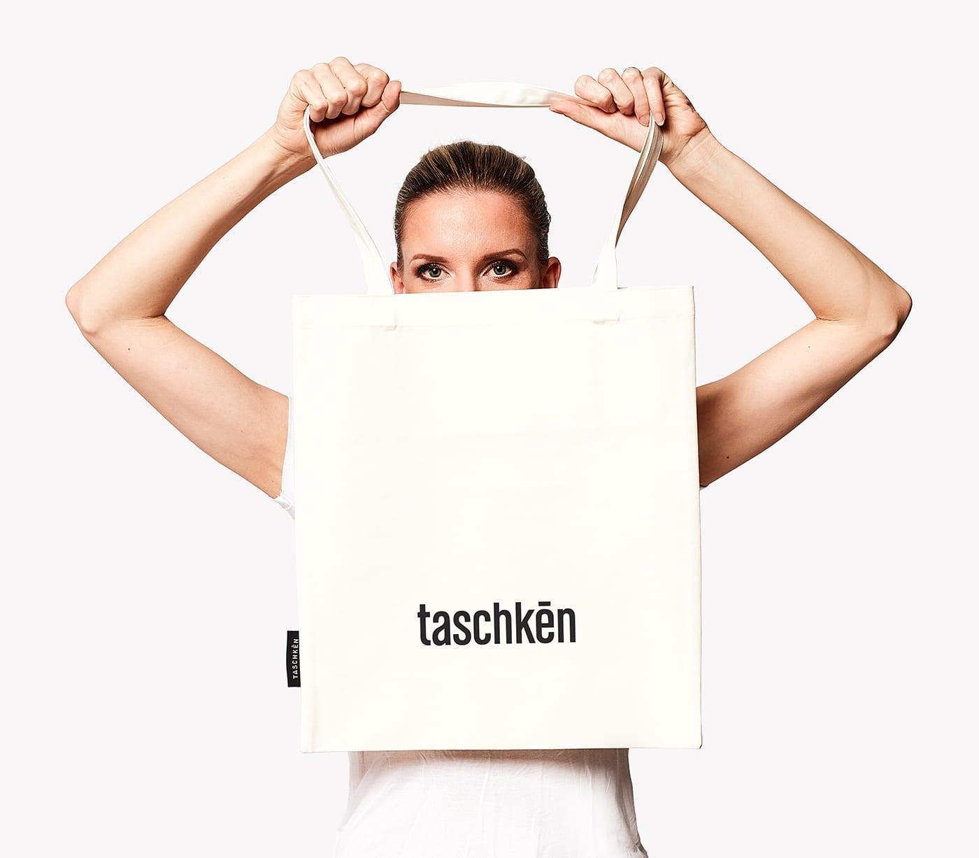 adela taschken bag2 - Taschkēn a Adela zachraňujú spoločne lesy – s taschkami