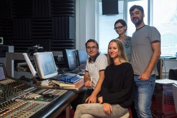 Lucia Chuťková s režisérkou Katarínou Kerekesovou v nahrávacom štúdiu 580x386 - Premiéra piesne z obľúbenej rozprávky v Rádiu_FM