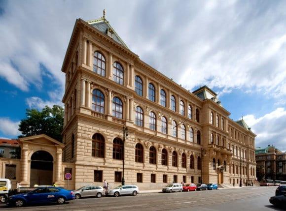 budova upm zdroj upm 580x429 - Nová stálá expozice UPM představí ikonické předměty českého designu a užitého umění. Museum právě hledá její podobu prostřednictvím soutěže s CZECHDESIGN