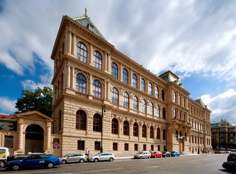 budova upm zdroj upm - Nová stálá expozice UPM představí ikonické předměty českého designu a užitého umění. Museum právě hledá její podobu prostřednictvím soutěže s CZECHDESIGN