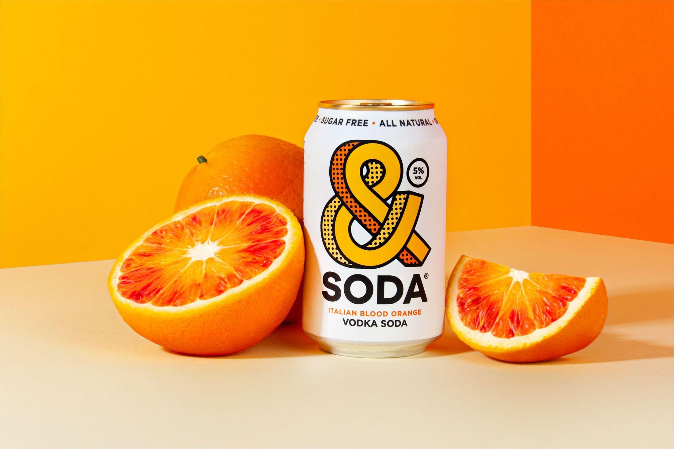 """357f3ec6930f23f72d65d44605c7ef209052ff7b 2200 - Svěží a ovocná identita pro novou alternativu """"čistého pití"""" &Soda od společnosti Analogue"""