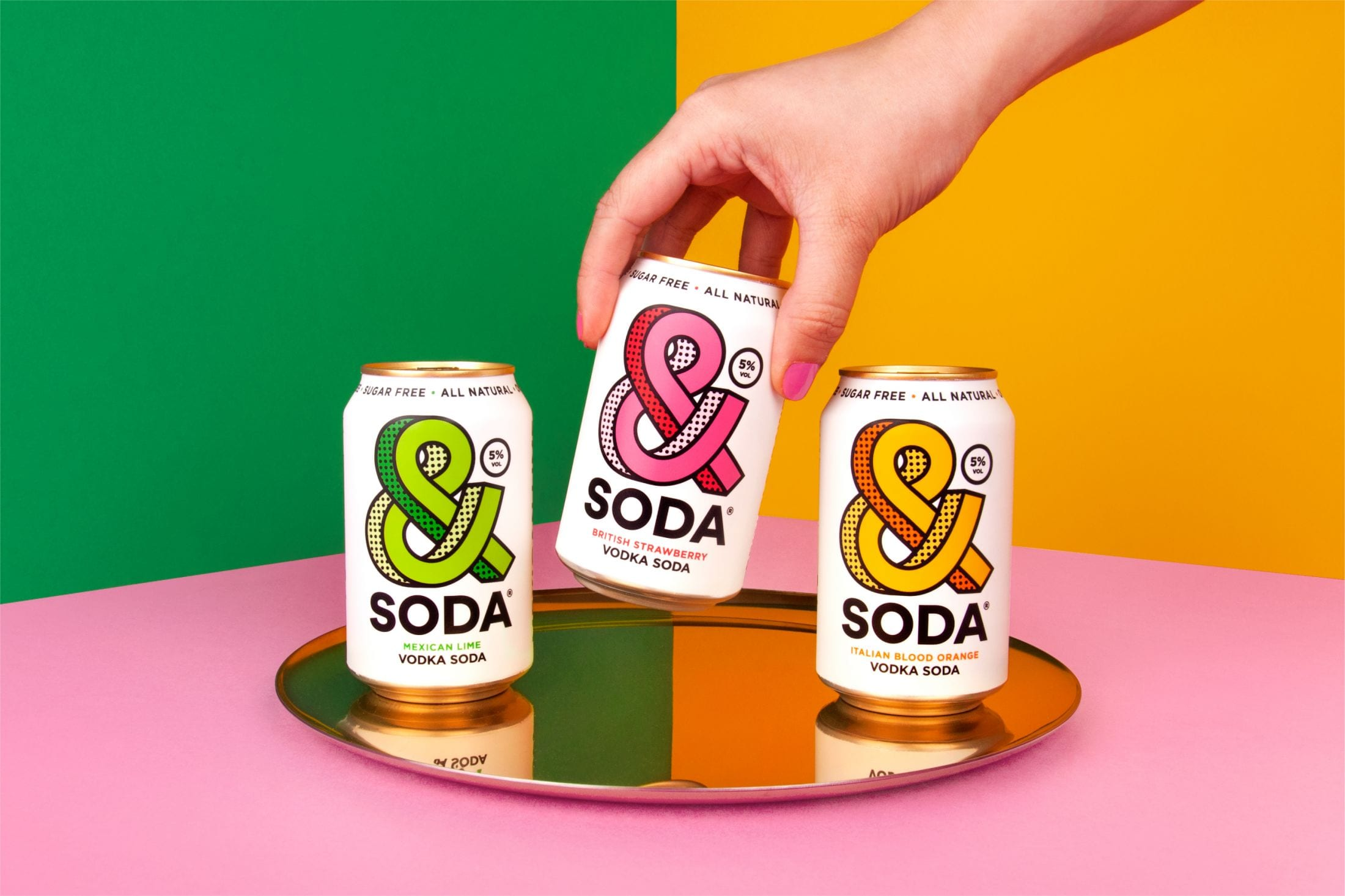 """dfe3d5fc4f18c5b3a4d894ba60ab770b89189546 2200 1 - Svěží a ovocná identita pro novou alternativu """"čistého pití"""" &Soda od společnosti Analogue"""