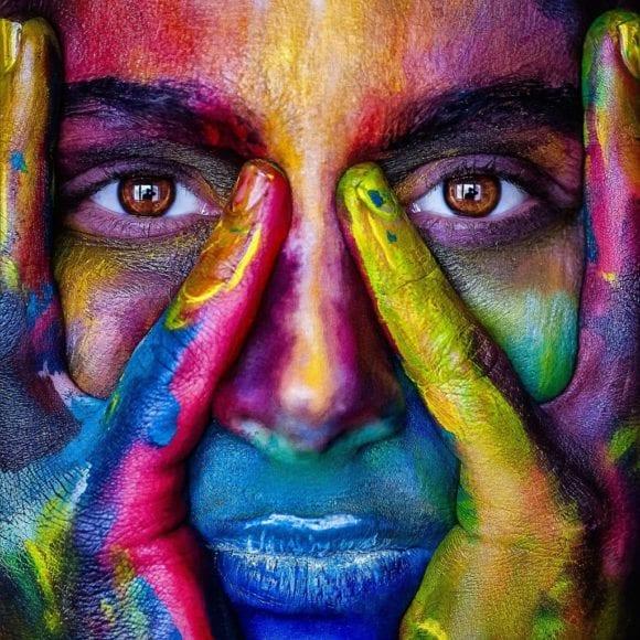 lidske oko 1024x1024 580x580 - Jak tvořit systematické barvy pro digitální produkty