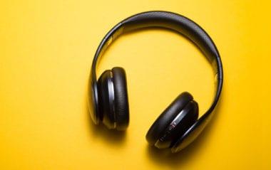 cover dtp2 380x239 - Čo počúvať – tipy na dizajnérske podcasty